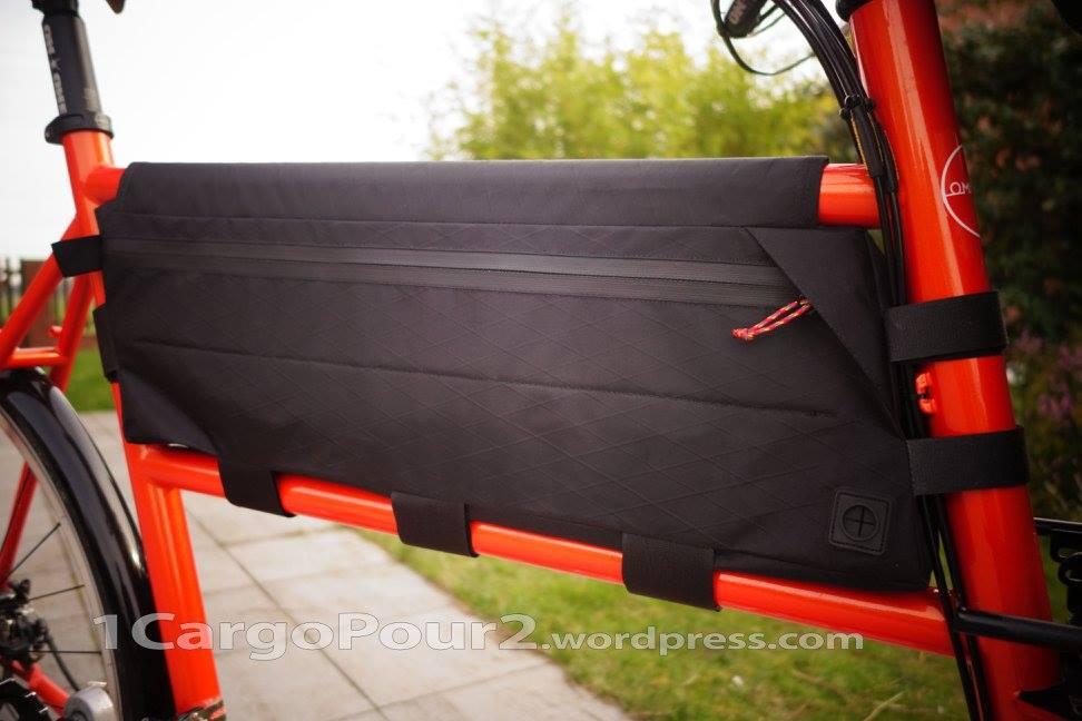Le framebag est en VX21 avec une fermeture imperméable, il dispose d'un passage de câble.